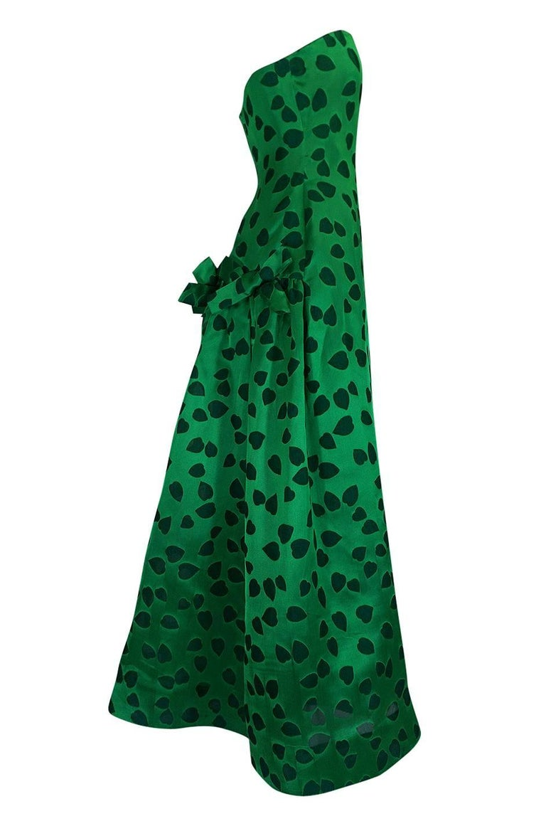 c1984 Arnold Scaasi Heart Covered Emerald Green Strapless Dress In Excellent Condition For Sale In Rockwood, ON