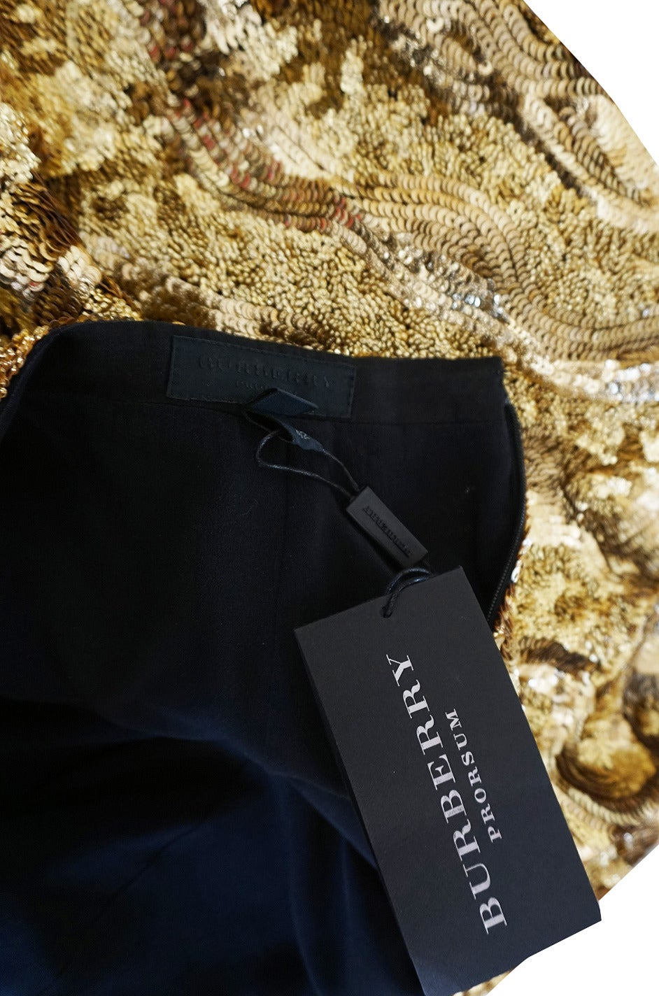 Resort 2014 Burberry Prorsum Hammered Gold Sequin Skirt In Excellent Condition For Sale In Toronto, CA