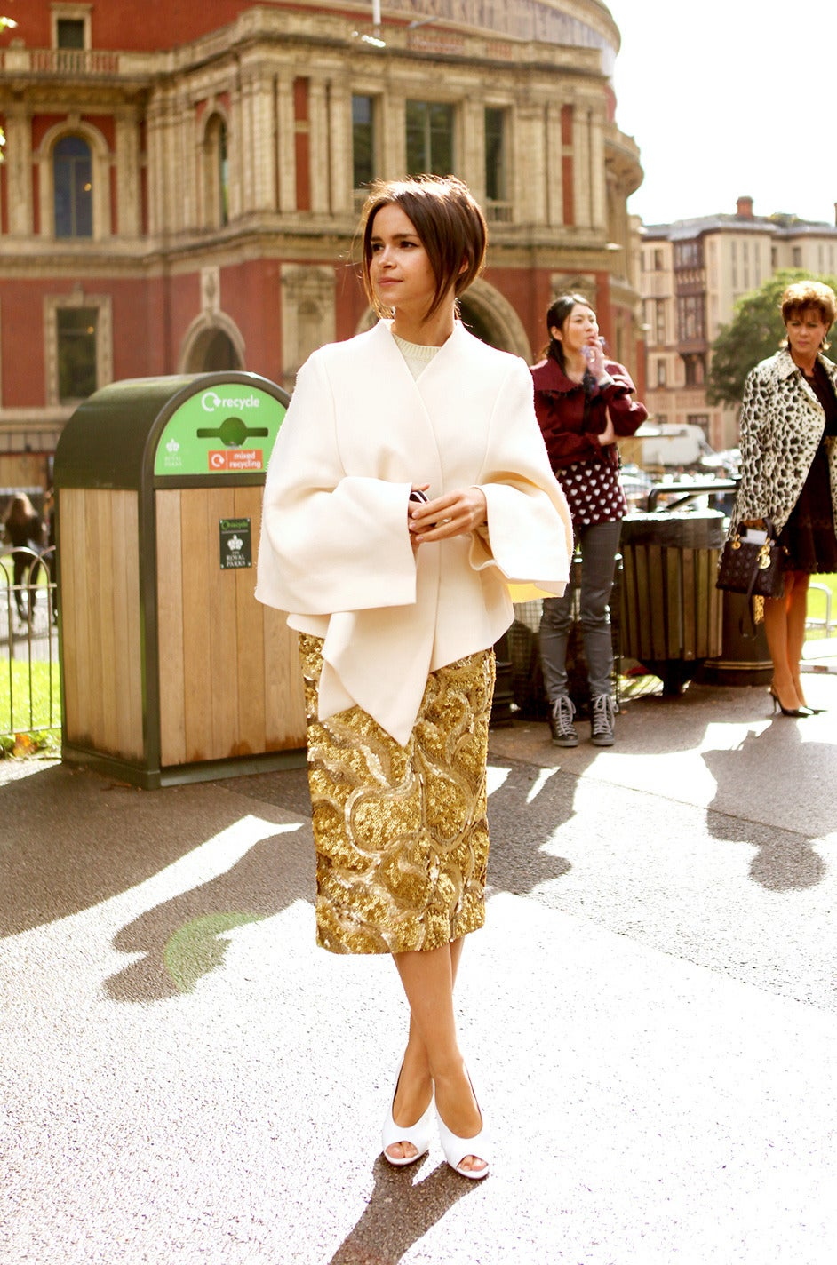 Resort 2014 Burberry Prorsum Hammered Gold Sequin Skirt For Sale 4