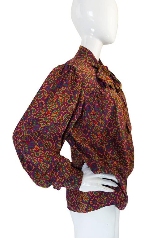 1970s Stunning Silk Print Yves Saint Laurent Top In Excellent Condition For Sale In Toronto, ON