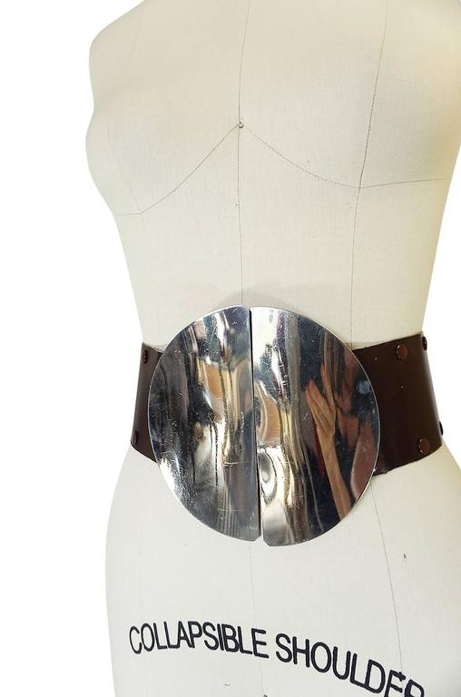 1960s Paco Rabanne Sculptural Silver Metal Circle Belt In Excellent Condition For Sale In Toronto, CA