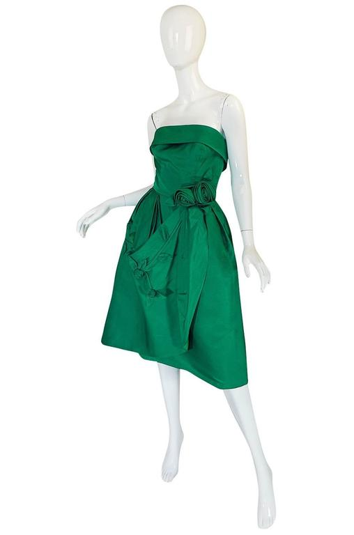 1950s Suzy Perette 3D Flower Applique Green Silk Dress In Excellent Condition For Sale In Rockwood, ON
