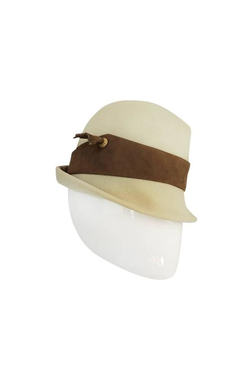 1960s Chic Taupe and Cream Christian Dior Fedora Hat In Excellent Condition For Sale In Toronto, ON