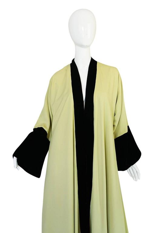 Documented 1950s Yma Sumac's Sophie Gimbel Silk Evening Coat Robe In Excellent Condition For Sale In Toronto, CA
