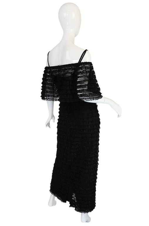 Simonetta Visconti opened a design studio in in 1946 and quickly became a favored designer in her native Rome. In 1952 she married fellow Italian designer, Alberto Fabiani and the label grew and prospered as Italian couture designers were among