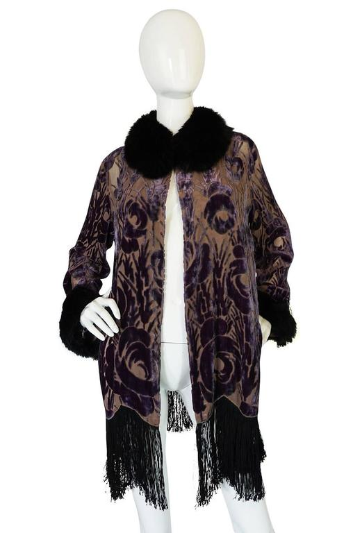 Beautiful 1920s Voided Velvet, Fur & Silk Fringe Jacket In Excellent Condition For Sale In Toronto, ON
