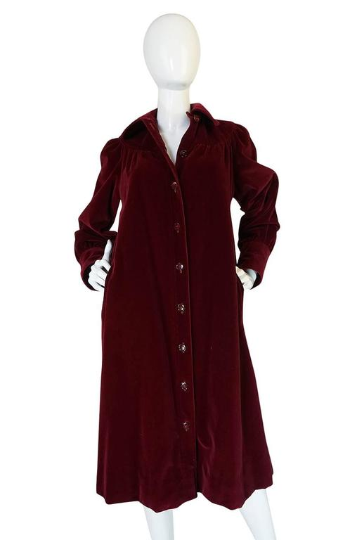c.1981 Yves Saint Laurent Demi-Couture Garnet Velvet Smock Coat In Excellent Condition For Sale In Rockwood, ON
