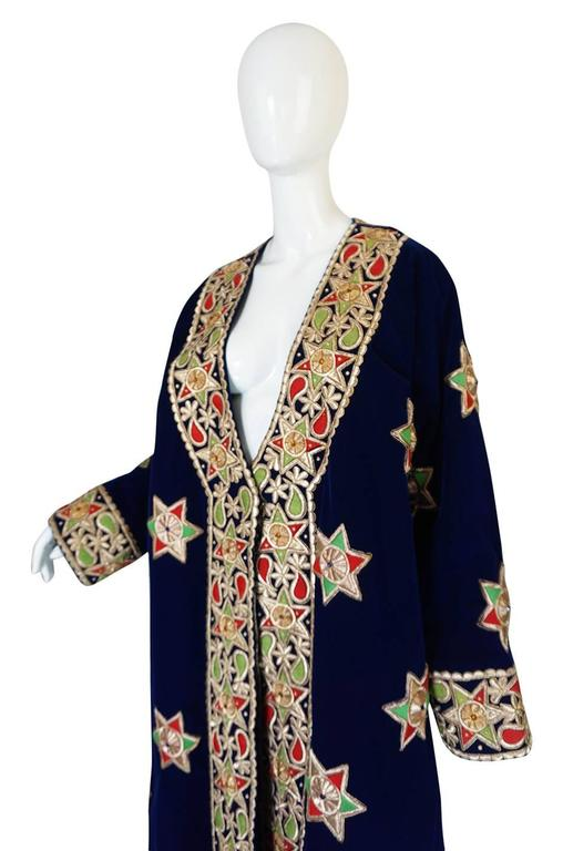 1960s Deep Blue Velvet & Embroidered Star Applique Coat In Excellent Condition For Sale In Toronto, ON