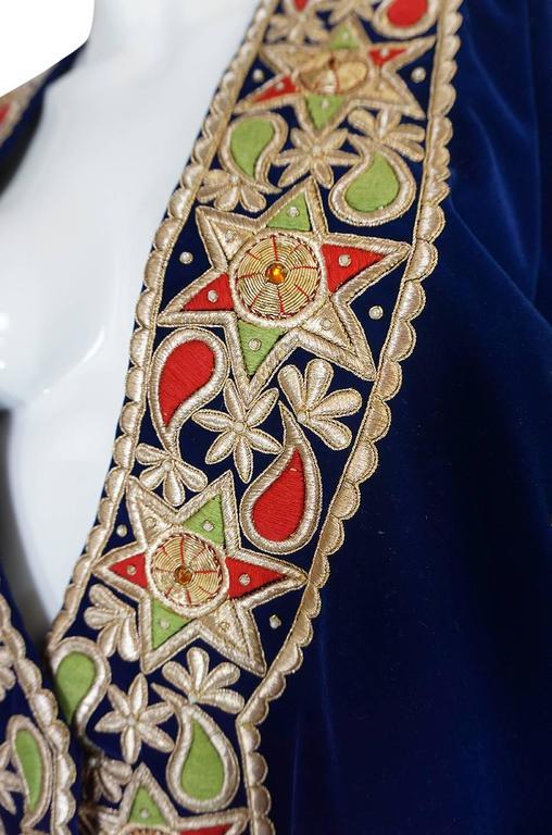1960s Deep Blue Velvet & Embroidered Star Applique Coat For Sale 2