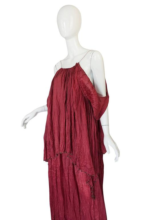 c1907-1920 Mariano Fortuny Pleated Muted Raspberry Silk Gown In Good Condition For Sale In Toronto, ON