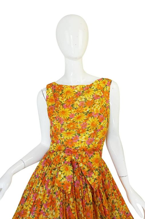1950s Suzy Perette Citrus Floral Cotton Voile Pleated Skirt Dress In Excellent Condition For Sale In Rockwood, ON