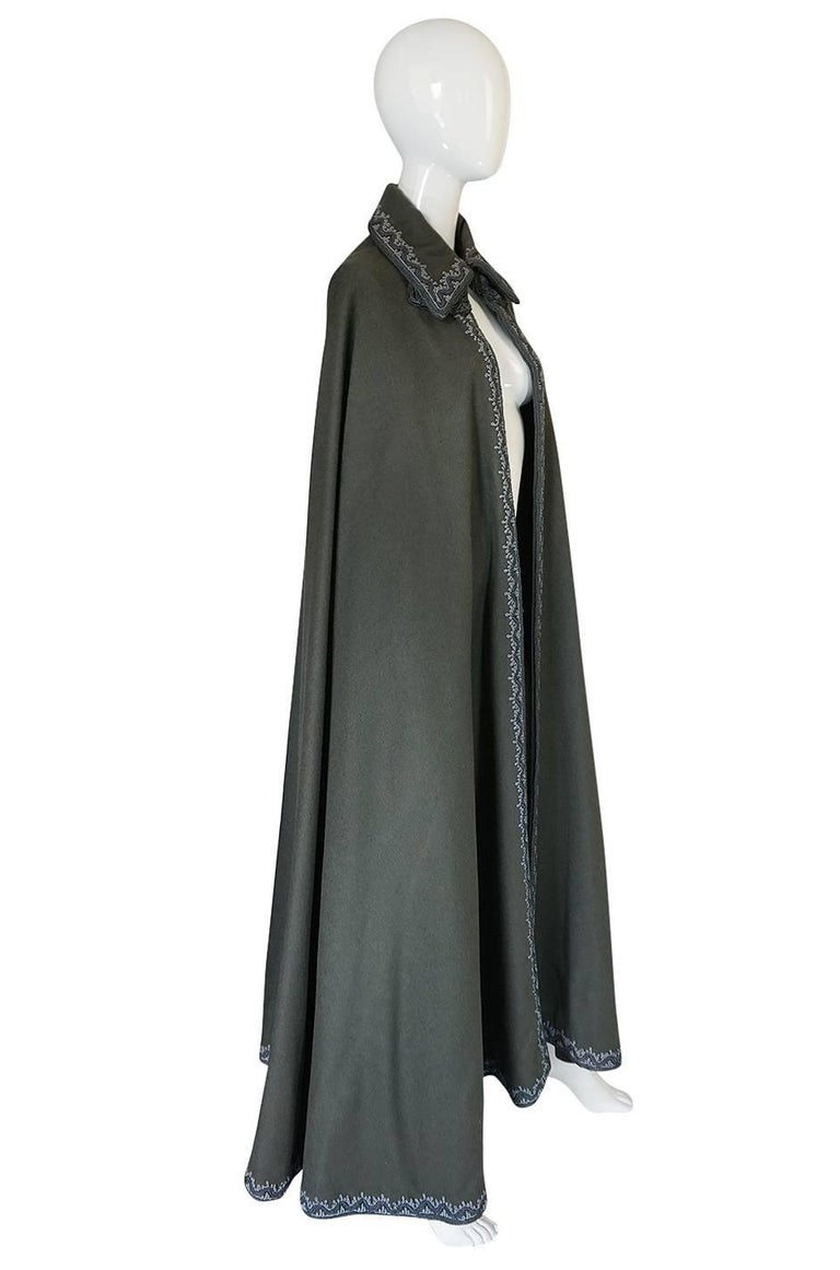 Wonderful 1970s Braided Edge Grey Full Length Wool Cape In Excellent Condition For Sale In Toronto, ON