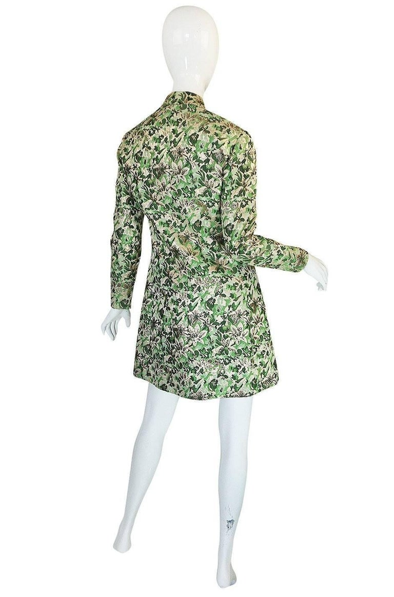 When you think of Ceil Chapman pieces you normally think of the fitted dress made famous by the likes of Marilyn Monroe, Elizabeth Taylor, Deborah Kerr and many others. Chapmen designed for these big screen giants and her work centered primarily