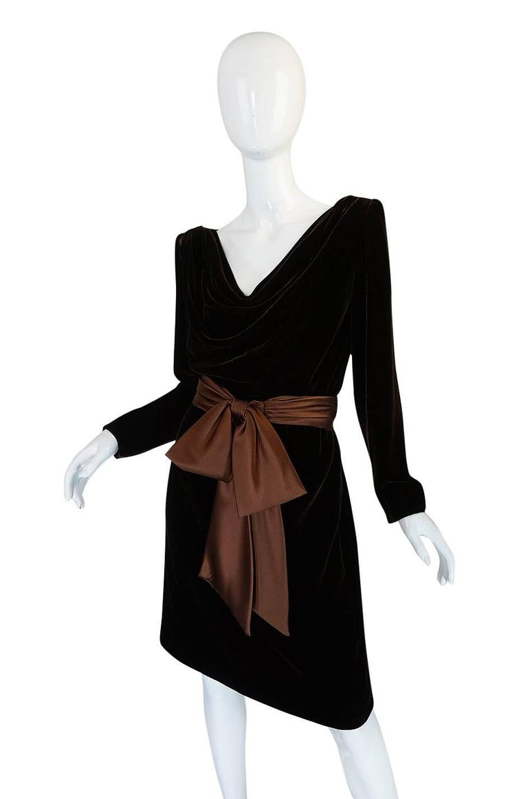 c1983 Hubert de Givenchy Haute Couture Velvet Dress w Silk Bow In Excellent Condition For Sale In Toronto, ON