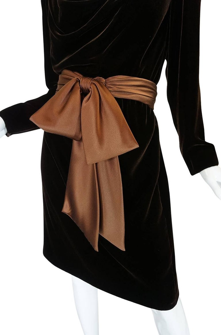 c1983 Hubert de Givenchy Haute Couture Velvet Dress w Silk Bow For Sale 2