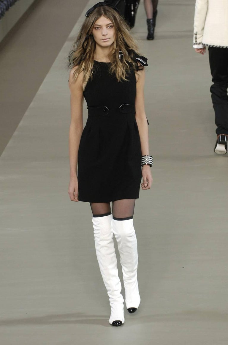 Women's F/W 2006 Chanel Runway Little Black Fitted Stretch Dress For Sale