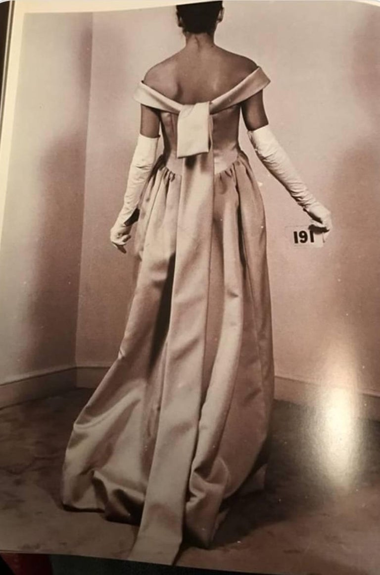 Balenciaga Haute Couture Book Piece Silk Sculpted Gown, 1962  For Sale 5