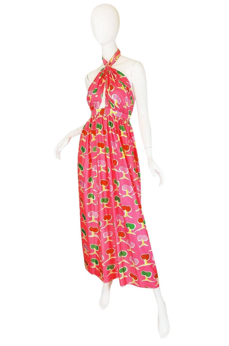1970s Oscar de la Renta Bright Pink Front Cut Out Halter Dress In Excellent Condition For Sale In Toronto, ON