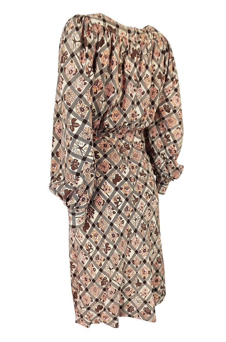 Early 1970s Emanuel Ungaro Haute Couture Printed Silk Day Dress In Good Condition For Sale In Toronto, ON