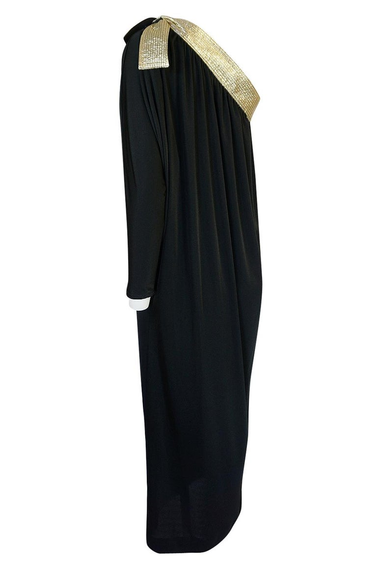 1980-1981 Bill Tice Black Jersey & Gold Accented Single Sleeve Dress For Sale 1