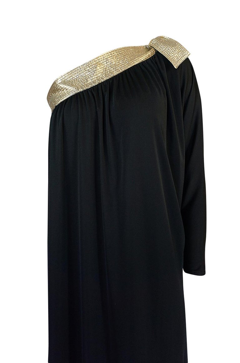 1980-1981 Bill Tice Black Jersey & Gold Accented Single Sleeve Dress For Sale 2