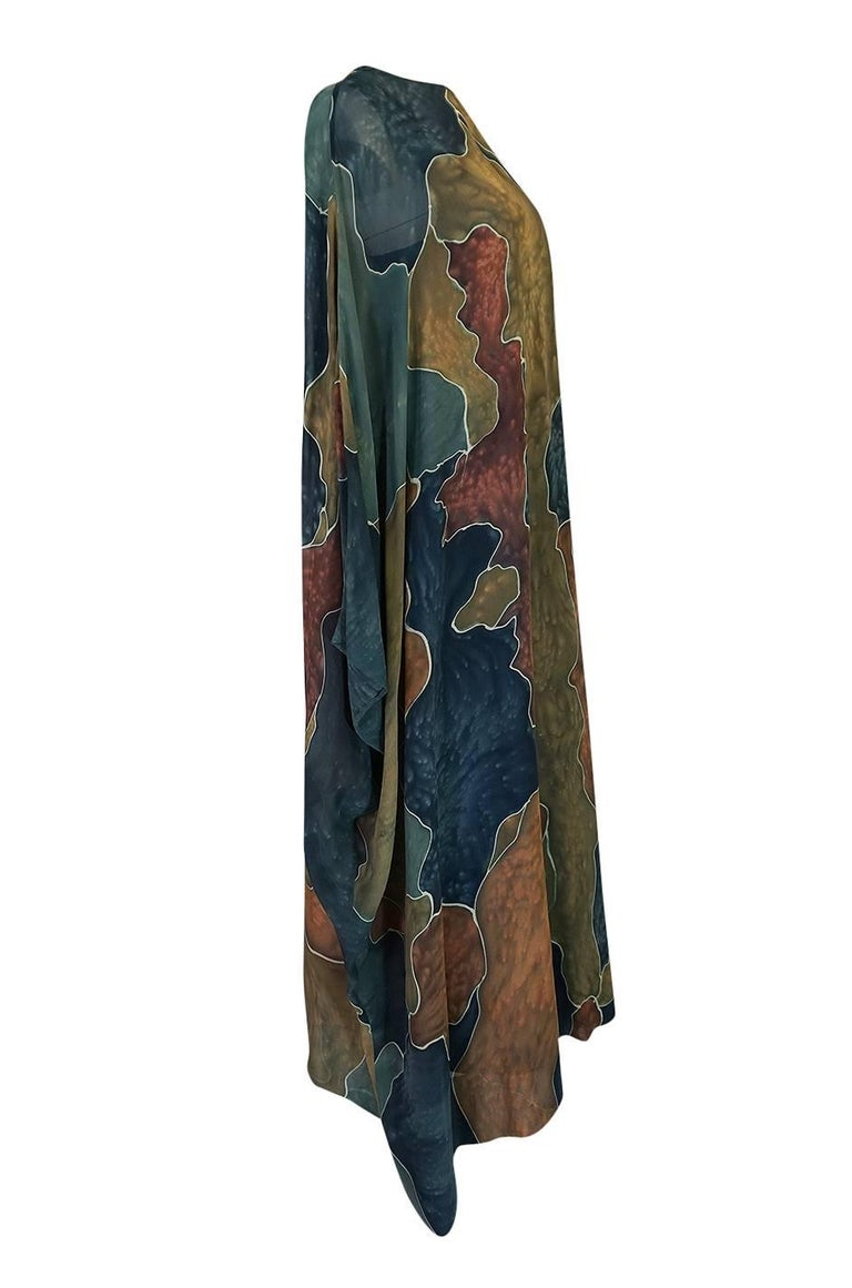 Black 1970s Unlabelled Well Made Tie Dye Printed Silk Caftan For Sale