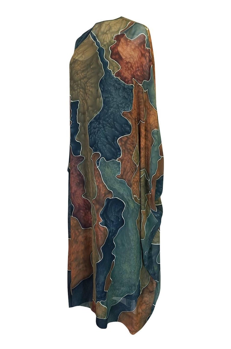 1970s Unlabelled Well Made Tie Dye Printed Silk Caftan In Excellent Condition For Sale In Toronto, ON