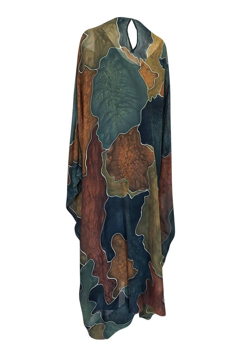 Women's 1970s Unlabelled Well Made Tie Dye Printed Silk Caftan For Sale