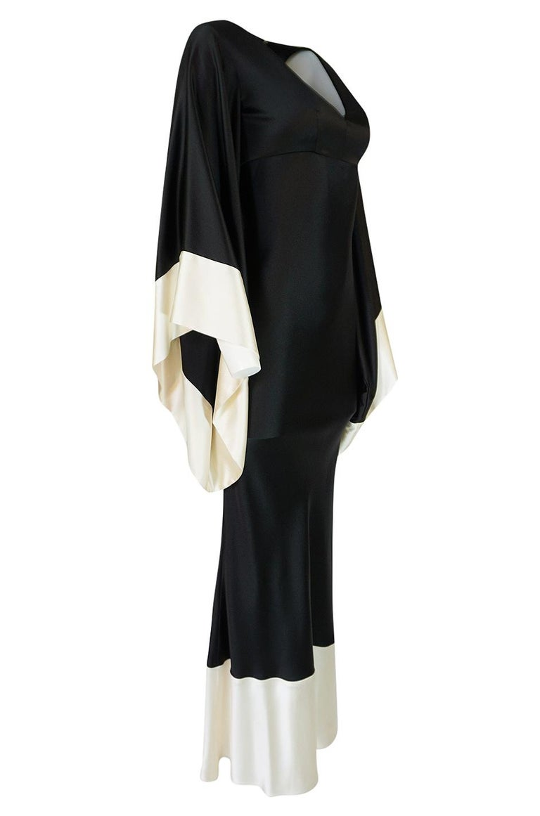 Recent Alexander McQueen Kimono Sleeve Black & White Silk Dress In Excellent Condition For Sale In Rockwood, ON