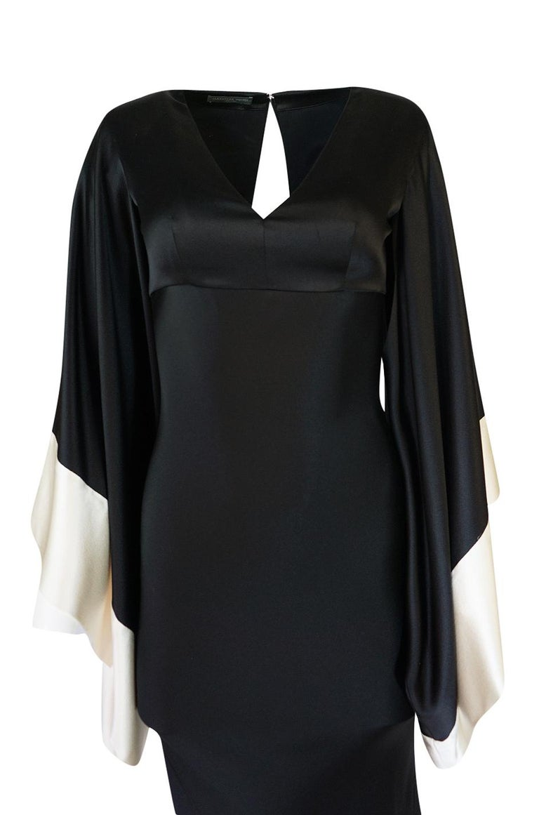 Recent Alexander McQueen Kimono Sleeve Black & White Silk Dress For Sale 2