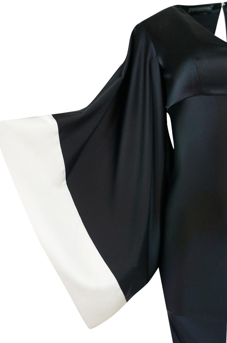 Recent Alexander McQueen Kimono Sleeve Black & White Silk Dress For Sale 4