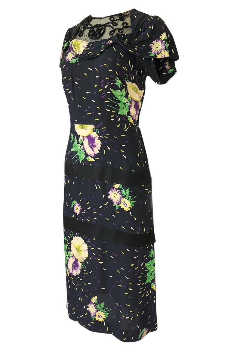 1940s Unlabelled Hand Painted Floral Print Silky Rayon & Net Dress In Excellent Condition For Sale In Rockwood, ON