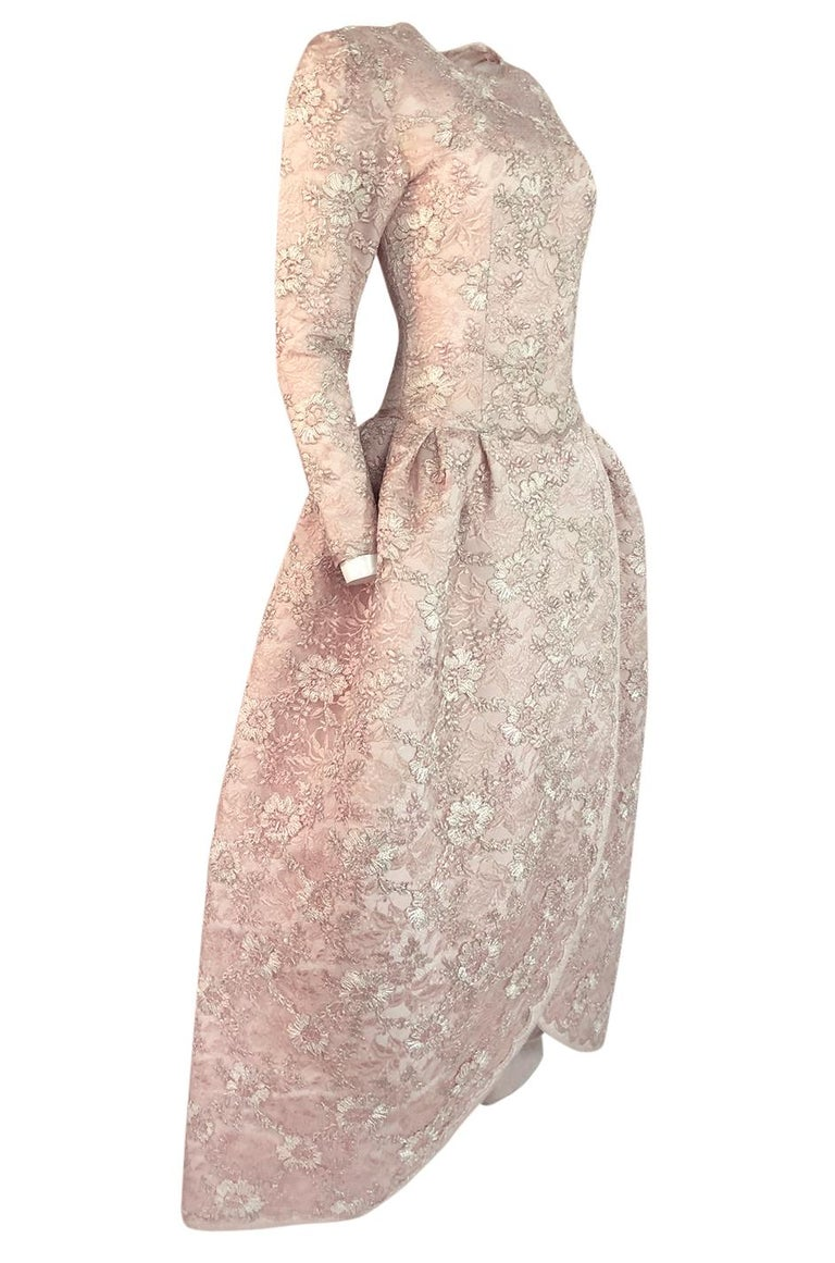 F/W 1994 Nina Ricci Haute Couture Silver Cord & Hand Made Pink Lace Dress In Good Condition For Sale In Toronto, ON