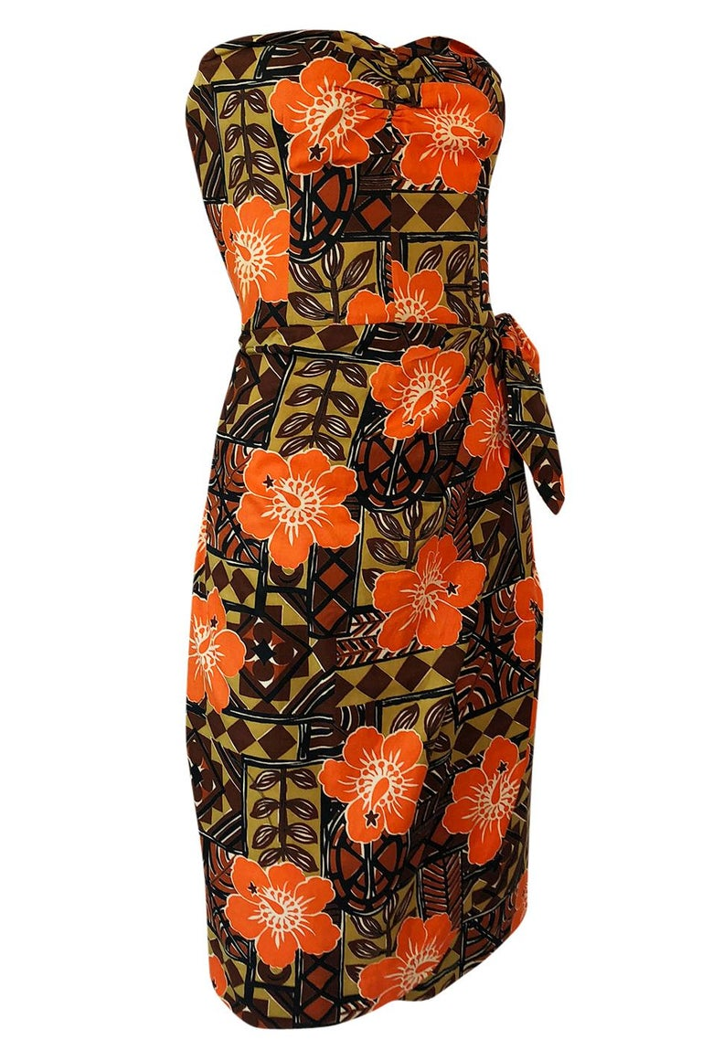 1950s Unlabeled Cotton Hawaiian Orange & Tan Floral Print Dress In Excellent Condition For Sale In Rockwood, ON