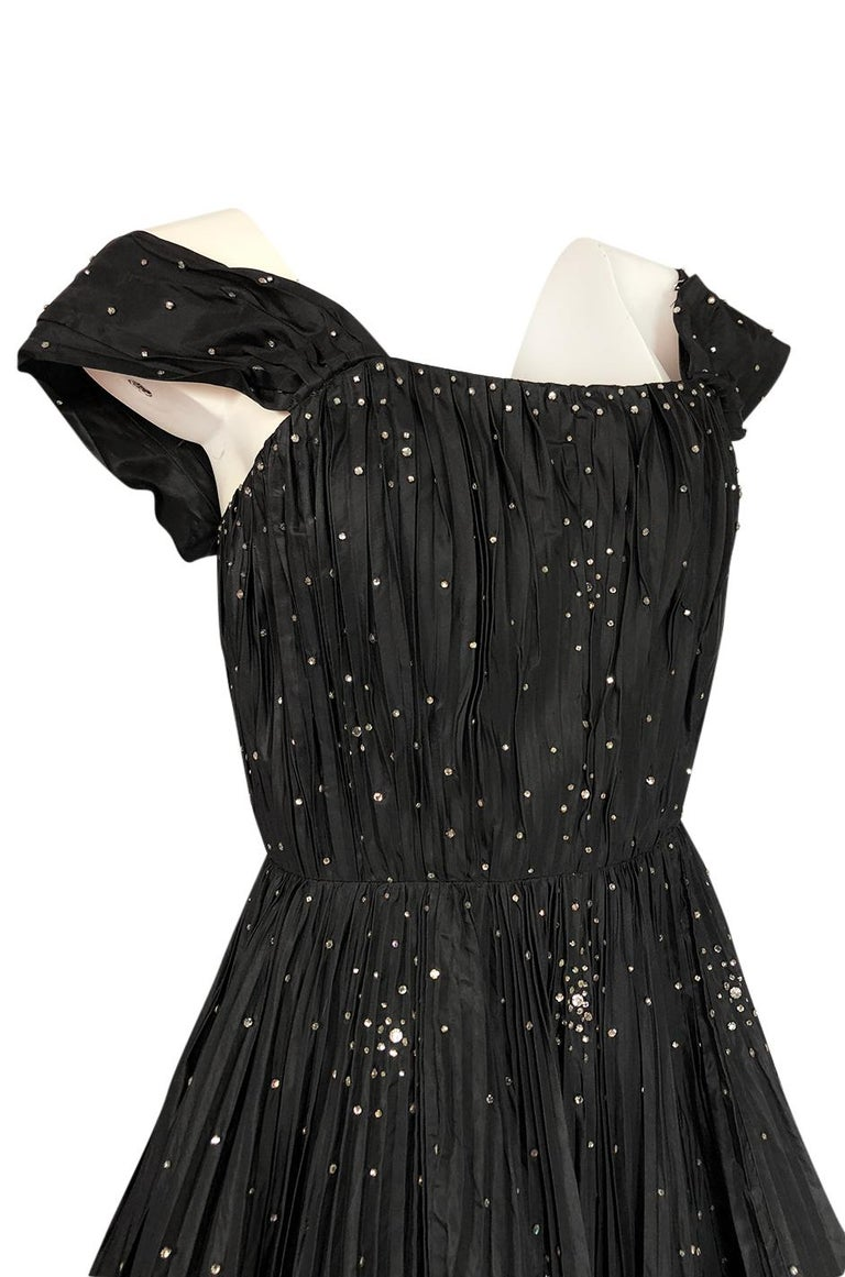 1950s Norman Hartnell Haute Couture Rhinestone Detailed Bubble Hem Dress For Sale 4