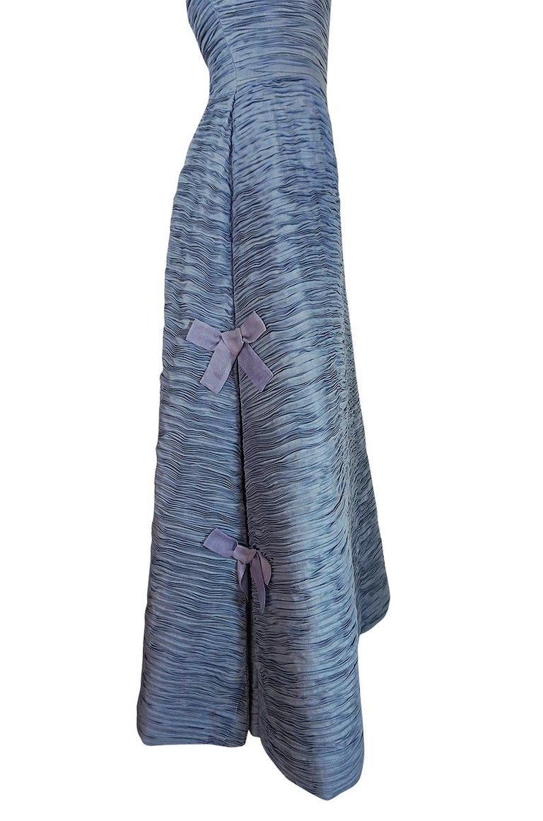 c.1965 Sybil Connolly Couture Bow Detailed Blue Pleated Irish Linen Dress For Sale 4