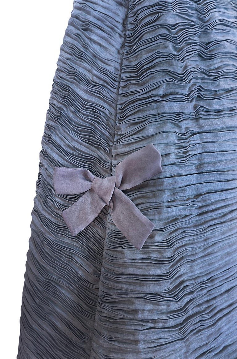 c.1965 Sybil Connolly Couture Bow Detailed Blue Pleated Irish Linen Dress For Sale 5