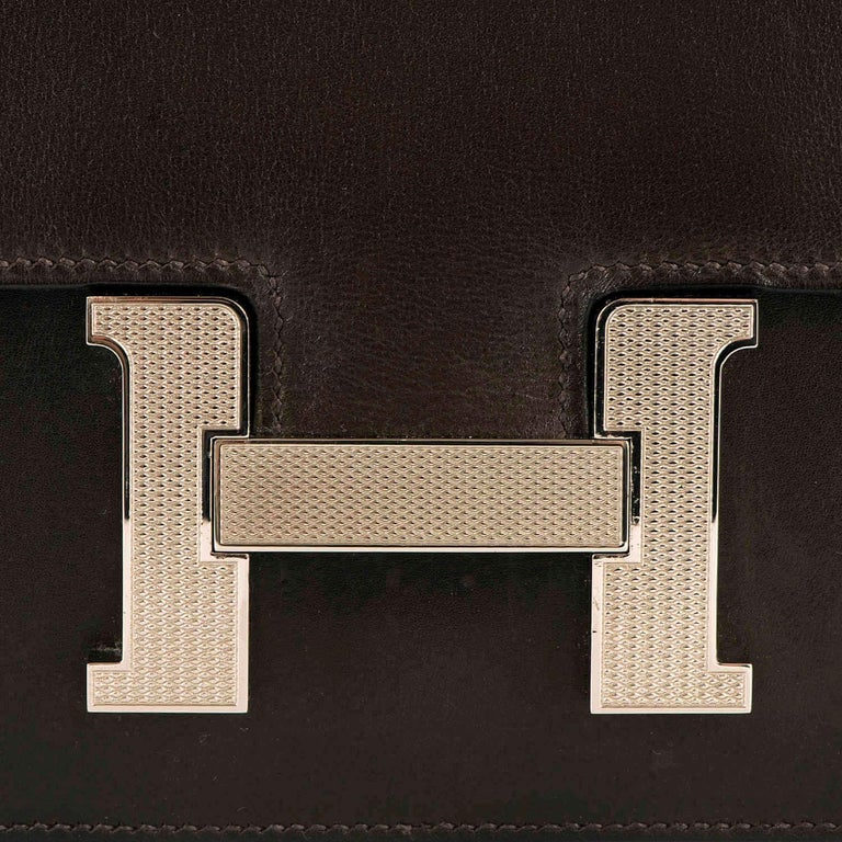 Black Tres Chic Limited Edition Hermes 23cm Ebene Box Leather Constance Shoulder Bag For Sale