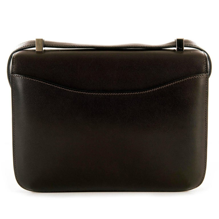 Tres Chic Limited Edition Hermes 23cm Ebene Box Leather Constance Shoulder Bag For Sale 1