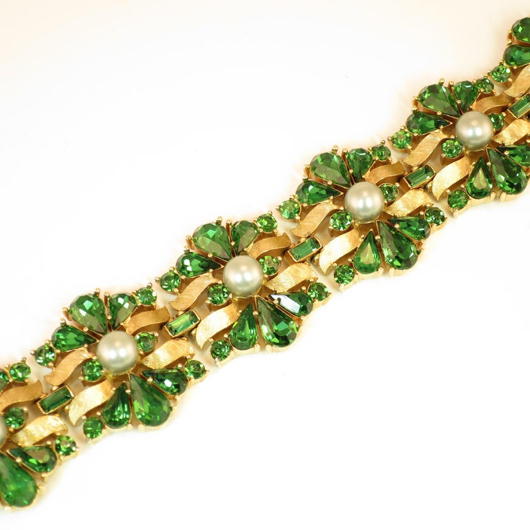 Crown Trifari Alfred Philippe Gilded Rhodium Bracelet Emerald Crystals 1950s  In Excellent Condition For Sale In Burbank, CA