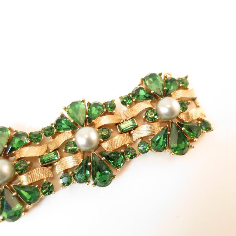 Crown Trifari Alfred Philippe Gilded Rhodium Bracelet Emerald Crystals 1950s  For Sale 3