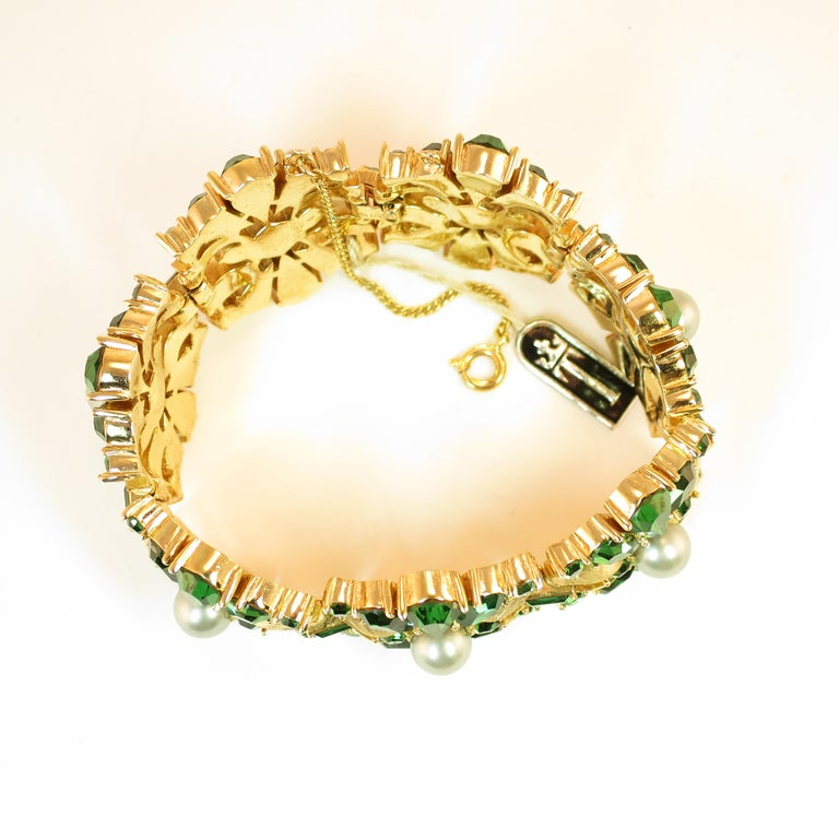 Crown Trifari Alfred Philippe Gilded Rhodium Bracelet Emerald Crystals 1950s  For Sale 6