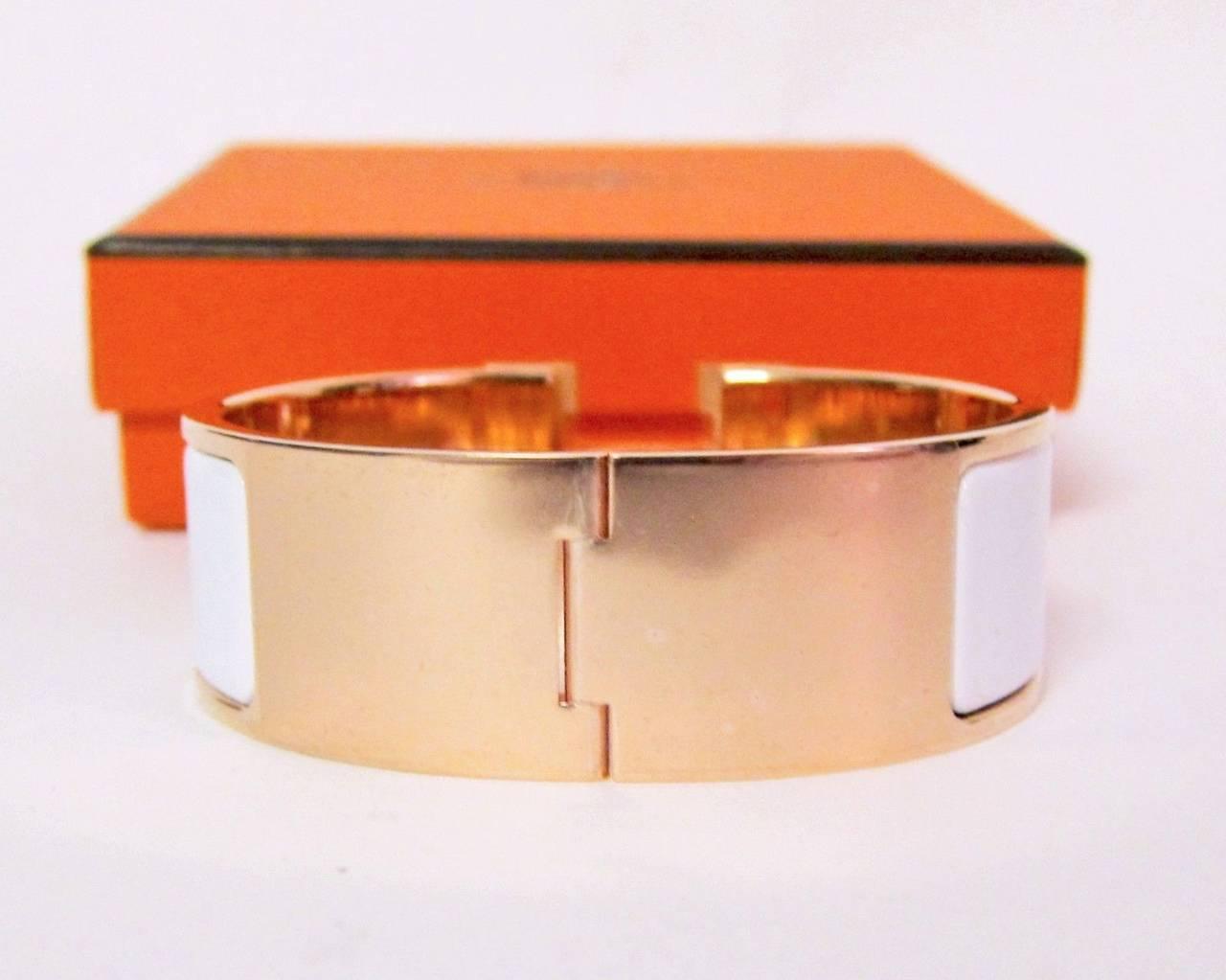 hermes white clic clac enamel bracelet with rose gold hardware at 1stdibs. Black Bedroom Furniture Sets. Home Design Ideas