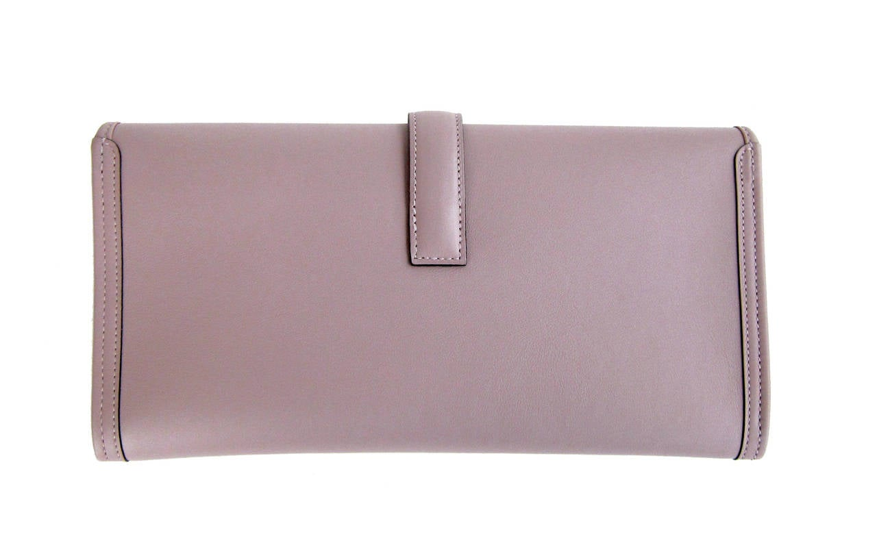 HERMES Glycine Lilac Jige Swift Elan Leather Clutch 29cm So Pretty! In New Never_worn Condition For Sale In New York, NY