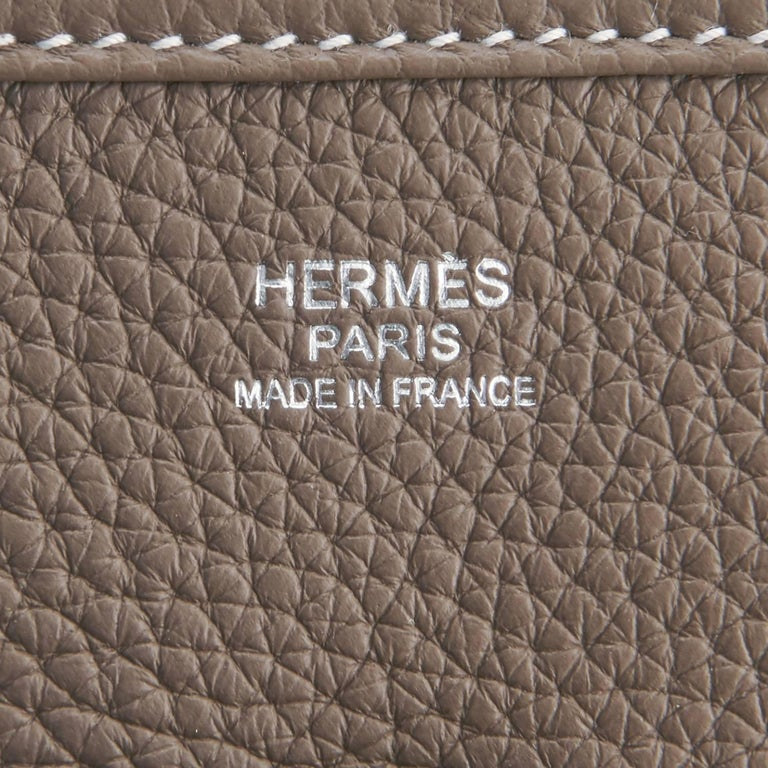 Hermes Etoupe Evelyne PM Taupe 29cm Messenger Shoulder Bag For Sale 2