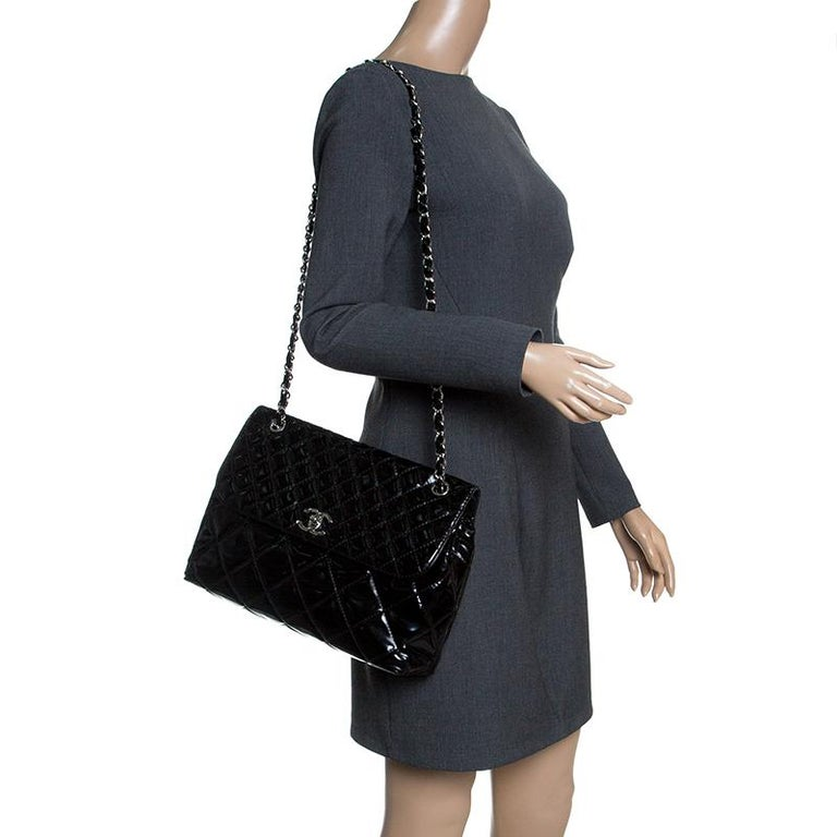 18c93452dbee Chanel Black Quilted Patent Leather Classic Flap Bag In Good Condition For  Sale In Dubai,