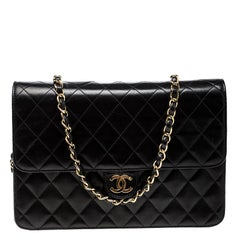 Chanel Black Quilted Leather Medium Vintage Classic Single Flap Bag