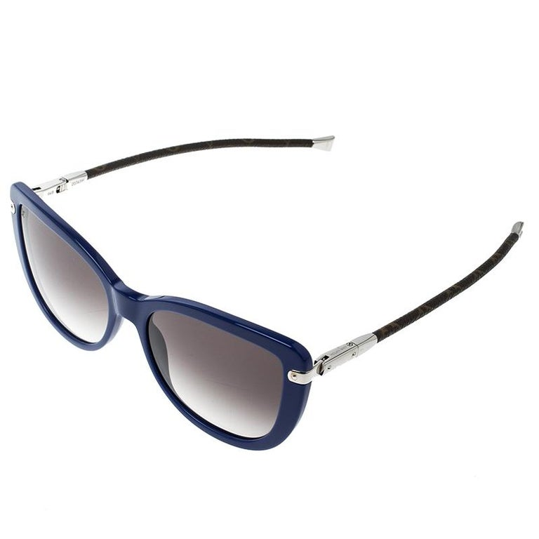 6a89824e64e9 These Charlotte sunglasses from the house of Louis Vuitton feature a blue  acetate frame body and