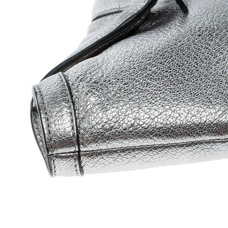 Alexander McQueen Metallic Silver Leather Small De Manta Clutch For Sale 3