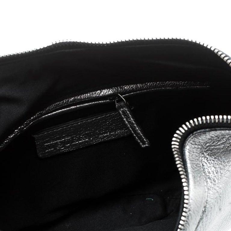 Alexander McQueen Metallic Silver Leather Small De Manta Clutch For Sale 2